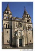 Acireale: Corso Umberto. Basilica Cattedrale MAria SS.Annunziata, sec. XVII - XVIII. Portale maromoreo di P. Blandamonte. Facciata.  - Acireale (2324 clic)