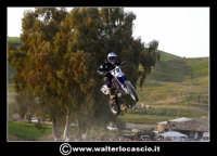 San Cataldo Nuovo crossodromo, sito in Contrada Mimiani vicino alla Stazione Ferroviaria. Motocross, motociclette, acrobazie in motocicletta, moto cross. Domanica 16 Marzo 2008.  - San cataldo (1650 clic)