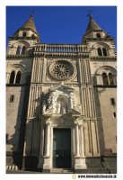 Acireale: Corso Umberto. Basilica Cattedrale Maria SS.Annunziata, sec. XVII - XVIII. Portale maromoreo di P. Blandamonte. Facciata.  - Acireale (2413 clic)