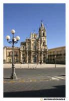 Acireale: Piazza Duomo. Basilica dei Santi Pietro e Paolo (Barocco sec. XVII - XVIII.  - Acireale (1930 clic)
