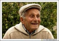Cerda: Sagra del Carciofo 25 Aprile 2005. Ritratto ad anziano cerdese (Photo color).  - Cerda (2960 clic)