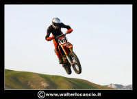 San Cataldo Nuovo crossodromo, sito in Contrada Mimiani vicino alla Stazione Ferroviaria. Motocross, motociclette, acrobazie in motocicletta, moto cross. Domanica 16 Marzo 2008.  - San cataldo (1481 clic)