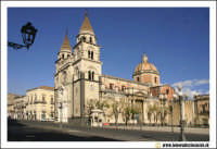 Acireale: Corso Umberto. Basilica Cattedrale MAria SS.Annunziata, sec. XVII - XVIII. Portale maromoreo di P. Blandamonte.   - Acireale (2513 clic)