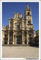 Acireale: Piazza Duomo. Basilica dei Santi Pietro e Paolo secolo XVII - XVIII. Barocco.  - Acireale (2148 clic)