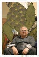Cerda: Sagra del Carciofo 25 Aprile 2005. Il riposo sotto un carciofo.  - Cerda (3056 clic)