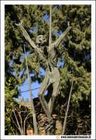 Acireale: Oratorio della Chiesa di San Biagio. Statua bronzea stilizzata del Crocifisso.  - Acireale (2277 clic)