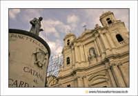 Catania: La statua del cardinale Dusmet e la chiesa di San Francesco. Techne  - Catania (2608 clic)