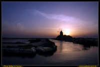 Marsala: Le Saline al Tramonto. La strada che da Trapani conduce a Marsala, costeggiando la laguna che accoglie Mozia, ý fiancheggiata da saline che offrono una vista bellissima: gli specchi d'acqua suddivisi da sottili strisce di terra formano una scacchiera irregolare e multicolore. Foto Walter Lo Cascio www.walterlocascio.it  - Marsala (2209 clic)