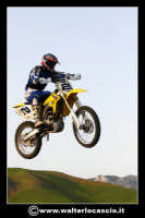 San Cataldo Nuovo crossodromo, sito in Contrada Mimiani vicino alla Stazione Ferroviaria. Motocross, motociclette, acrobazie in motocicletta, moto cross. Domanica 16 Marzo 2008.  - San cataldo (1356 clic)
