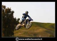 San Cataldo Nuovo crossodromo, sito in Contrada Mimiani vicino alla Stazione Ferroviaria. Motocross, motociclette, acrobazie in motocicletta, moto cross. Domanica 16 Marzo 2008.  - San cataldo (1408 clic)