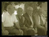 Leonforte: Anziani in piazza 4 Novembre.  - Leonforte (7548 clic)