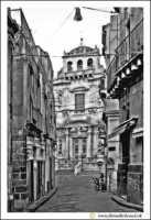 Acireale: Stradina prospicente sulla Basilica Collegiata S.Sebastiano.  - Acireale (3489 clic)