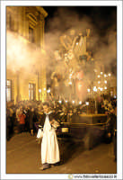 Caltanissetta: Settimana Santa. Giovedì Santo. Un momento della processione delle Vare. La deposizi