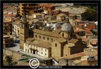 Agira. Panorama di Agira. Chiesa di Sant'Antonino in piazza Garibaldi.  - Agira (1416 clic)