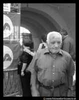Leonforte: Anziano alla Pescheria comunale.  - Leonforte (3566 clic)