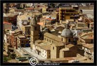 Agira. Panorama di Agira. Chiesa di Sant'Antonino in piazza Garibaldi.  - Agira (1528 clic)