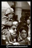 Caltanissetta: Settimana Santa a Caltanissetta edizione 2008. Mercoledi' Santo a Caltanissetta. Il Capitano della Real Maestranza. I cittadini assistono alla processione.  - Caltanissetta (1812 clic)
