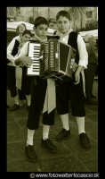 Leonforte: Bambini musicisti, con costumi folkloristici siciliani.  - Leonforte (13113 clic)