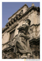 Acireale: Statua sul sagrato della Basilica di S. Sebastiano. Realizzazione di G.B. Marini.  - Acireale (2252 clic)