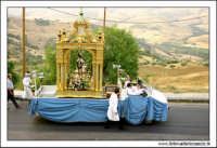 Agira, Agosto 2005. Festa del Santo Patrono San Filippo.La statua del Santo dall'alto.  - Agira (3325 clic)