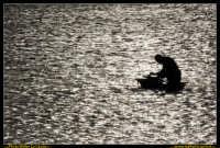 Marsala: Le Saline al Tramonto. La strada che da Trapani conduce a Marsala, costeggiando la laguna che accoglie Mozia, e' fiancheggiata da saline che offrono una vista bellissima: gli specchi d'acqua suddivisi da sottili strisce di terra formano una scacchiera irregolare e multicolore. Foto Walter Lo Cascio www.walterlocascio.it  - Marsala (2156 clic)