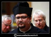 Caltanissetta: Settimana Santa a Caltanissetta edizione 2008. Mercoledi' Santo. Il Capitano della Real Maestranza. Giovane prete.  - Caltanissetta (1811 clic)