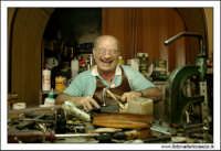 Agira, Agosto 2005. mastro Filippo. Il calzolaio più famoso di Agira #1.  - Agira (2105 clic)