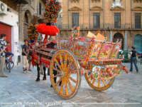 PAlermo: Piazza Bologni, Carretto Siciliano.  - Palermo (5047 clic)