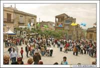 Cerda: Sagra del Carciofo 25 Aprile 2005. Folla in piazza.  - Cerda (6433 clic)