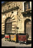 Leonforte. Vecchie Scuderie in Piazza Branciforti.   - Leonforte (3587 clic)