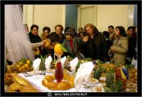 Leonforte. Le Tavolate di San Giuseppe. 19 Marzo 2006. Una ricca e ben fornita Tavolata di San Giuseppe, addobbata all'inerno di un'abitazione privata. #3  - Leonforte (6946 clic)