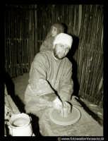 Agira: IL PRESEPE VIVENTE. Artigiano dell'argilla.  - Agira (3231 clic)