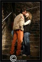 Acicastello. Innamorati sulle scale del castello.  - Aci castello (2319 clic)
