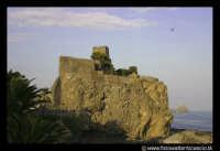 Acicastello: La rocca col Castello Normanno.  - Aci castello (1850 clic)