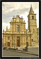 Agira: Piazza Garibaldi e chiesa di S. Antonio da Padova del secolo XVI XVII.  - Agira (4154 clic)