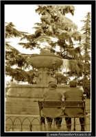 Enna: Anziani seduti in una panchina nella piazza del Belvedere. ENNA Walter Lo Cascio