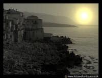 Scogli al tramonto in una giornata di Maggio.  - Cefalù (3545 clic)