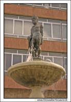 Agira: Fontana di Ercole. Posta vicino l'Ufficio Postale del paese.  - Agira (3332 clic)