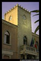 Acicastello: Il municipio con la torre dell'orologio.  - Aci castello (2442 clic)