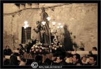 Leonforte. 19 Marzo 2006. Festa di San Giuseppe. Protettore di Leonforte. La processione del Santo. I Fedeli si dirigono in Chiesa.  - Leonforte (2284 clic)