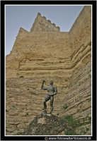 Enna: Statua di EUNO sotto il Castello di Lombardia.  - Enna (3396 clic)