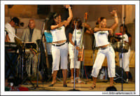 Agira, Agosto 2005. Carnevale Estivo 2005 ad Agira. Il complesso musicale delle ragazze CUBANE #3  - Agira (4997 clic)