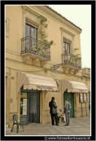Agira: Piazza Garibaldi. Il bar e la piazza.  - Agira (3025 clic)
