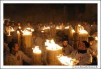 Catania: Festa di Sant'Agata. 5 Febbraio 2005: Festa della Patrona di Catania, Sant'Agata. Folla di fedei devoti, davanti il quadro di Sant'Agata all'Istituto Maria Ausiliatrice.  - Catania (2183 clic)