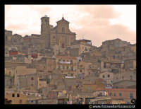 Agira: Panorama del paese con chiesa di Santa Margherita sullo sfondo.  - Agira (3333 clic)