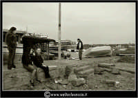 Acitrezza. Famiglia di pescatori.  www.walterlocascio.it Walter Lo Cascio  - Aci trezza (2683 clic)