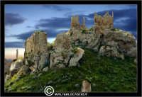 Mazzarino. Castello di Mazzarino, detto castello Garsiliato o Garsuliato. Localita' Castellazzo.  - Reportage sui Castelli della Provincia di Caltanissetta -  - Mazzarino (10243 clic)