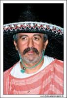 Agira, Agosto 2005. Carnevale Estivo 2005. Uomo vestito in maschera. Il messicano.  - Agira (4696 clic)