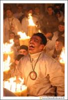 Catania: Festa di Sant'Agata. 5 Febbraio 2005: Festa della Patrona di Catania, Sant'Agata. Devoto ringrazia Sant'Agata per la Grazia ricevuta.  - Catania (5179 clic)