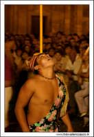 Agira, Agosto 2005. Carnevale Estivo 2005. Ragazzo si esibisce come equilibrista.  - Agira (2581 clic)